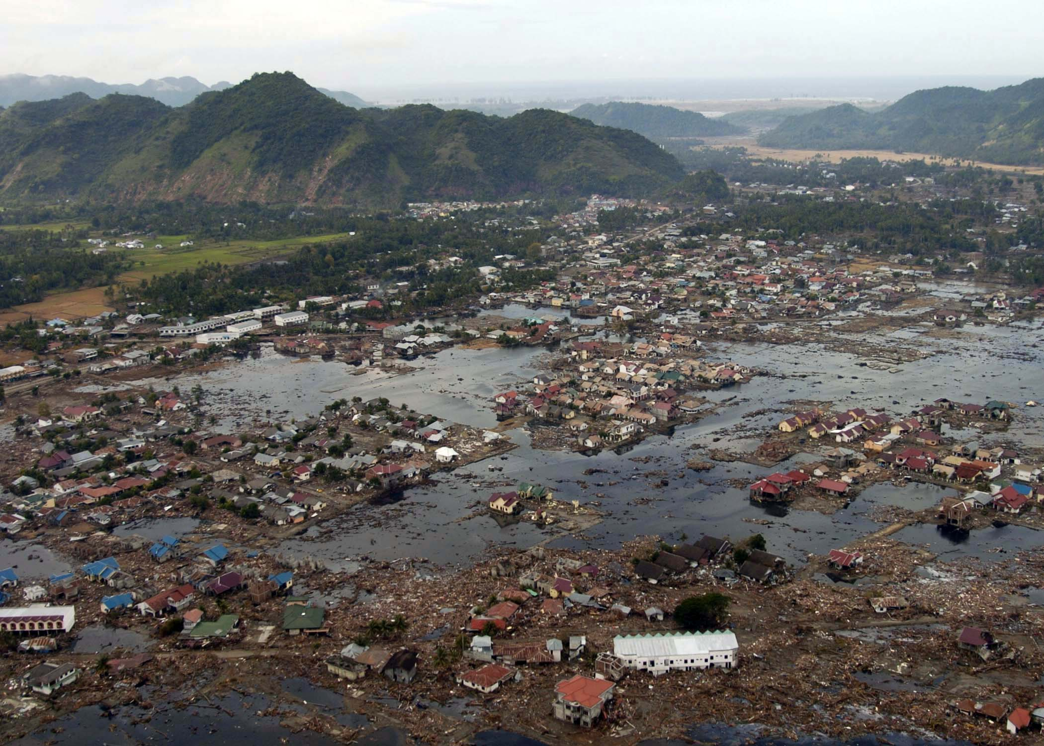 photo of the Tsunami the decimated Asia
